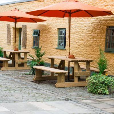 The Dolphin Hotel & Pub - Wincanton - Somerset